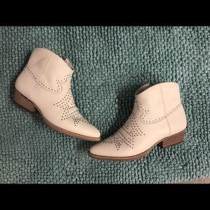 Gb Gianni bini white star booties size 9